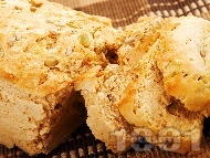 Рецепта Домашен типов хляб с тиквени и слънчогледови семки (с прясна мая и мляко)